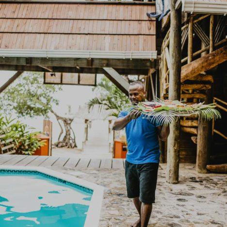 Tranquilseas Hotel Resort Roatan jídlo až k bazénu