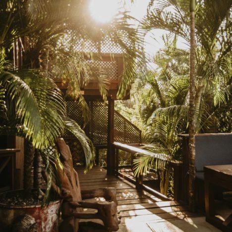 Tranquilseas Hotel Resort Roatan terasa