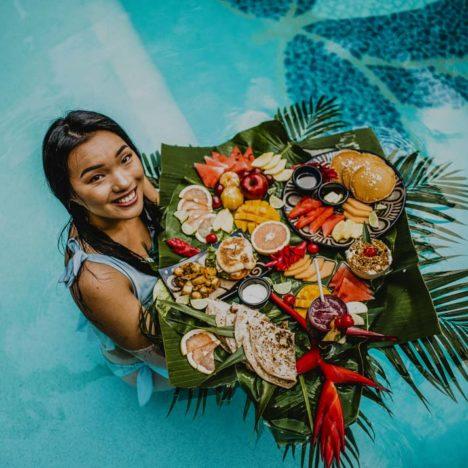 Tranquilseas Hotel Resort Roatan pohoštění v bazénu